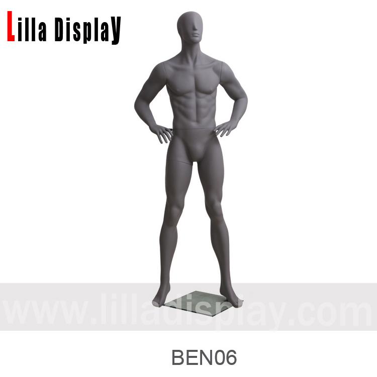 manechin abstract masculin gri închis brațe îndoite mâinile pe talie BEN 06